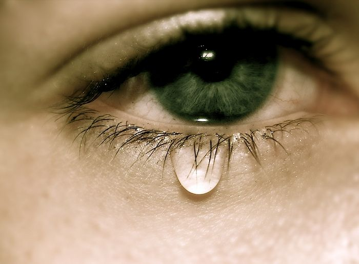 在顯微鏡下看人類眼淚 「隨情緒變換形狀」情緒是有模樣的!