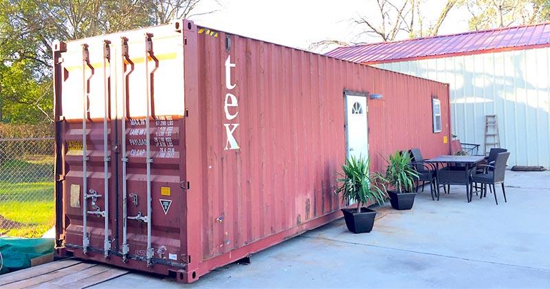 10張神秘紅色貨櫃乍看之下很普通 一打開門「你就一輩子都不想離開了」!