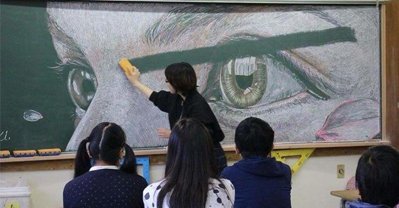 天才學生團辛苦畫出「粉筆動漫神作」被老師無情擦到全國崩潰...全長《你的名字》作品美爆!