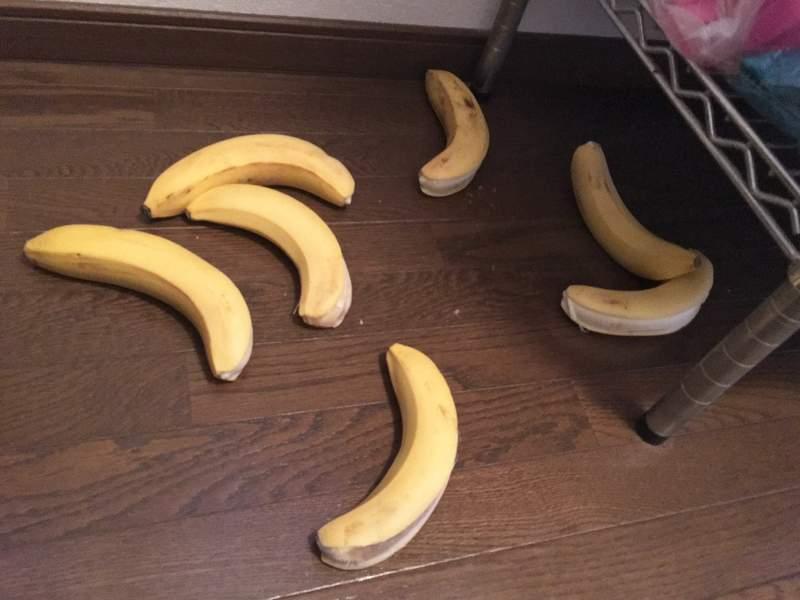把香蕉忘在車上一天…他開門發現「全部黑化」嚇傻 剝開外皮露出「超衝擊畫面」崩潰!