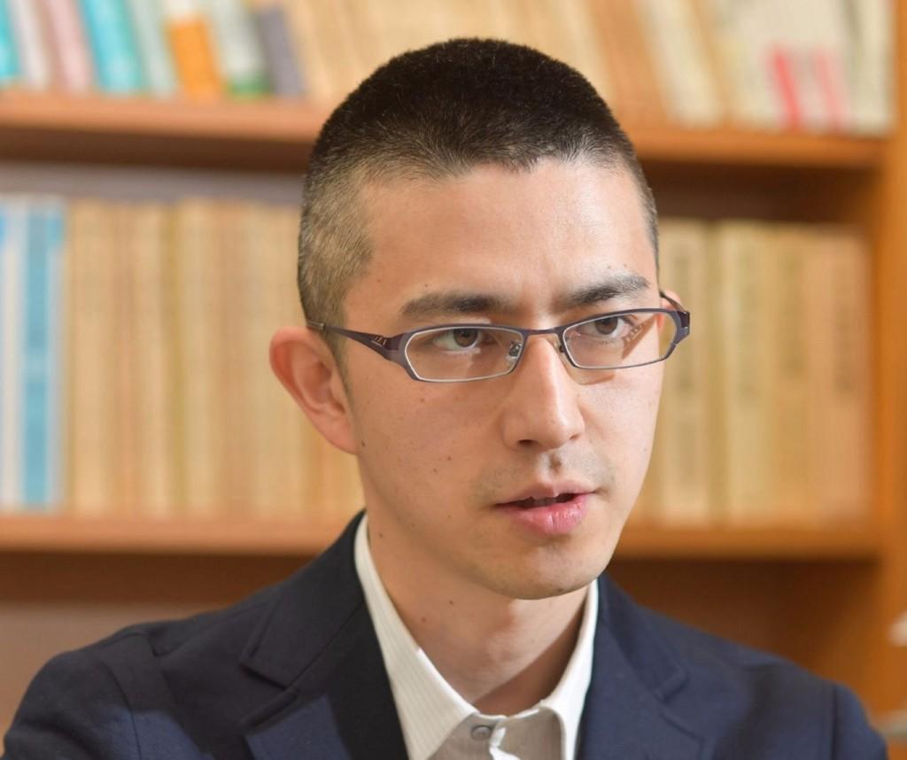 日本法律系教授「像從漫畫走出來」!「高學歷+高顔值」連男學生都瘋狂 真實年齡曝光