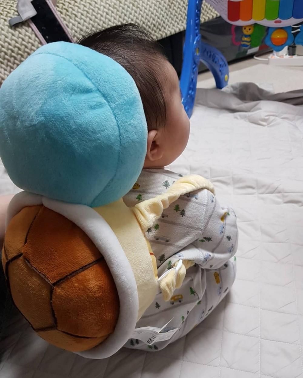 家裡養了寶可夢?寶寶用「傑尼龜防護枕」萌到少女也瘋搶 小小隻背影超療癒❤