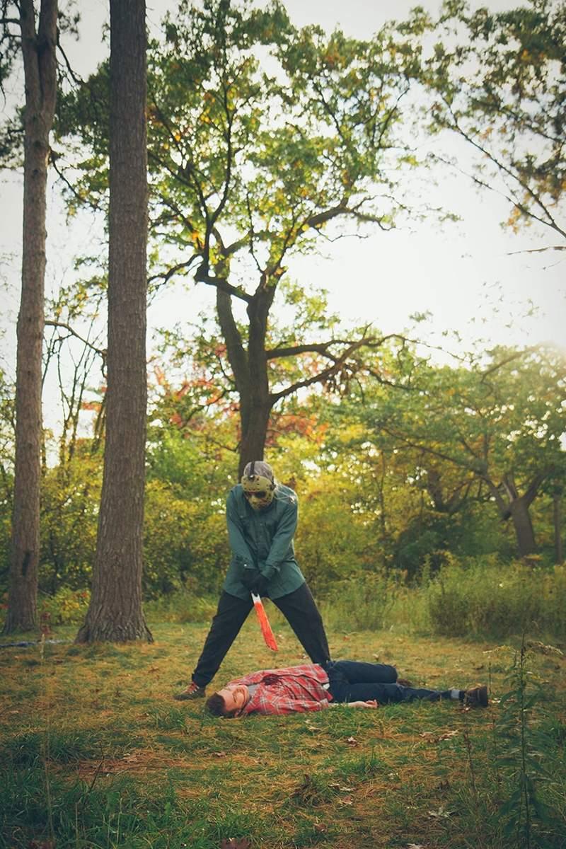 新人婚紗照「用恐怖代替唯美」被瘋傳 超創意手法「致敬經典恐怖片」!