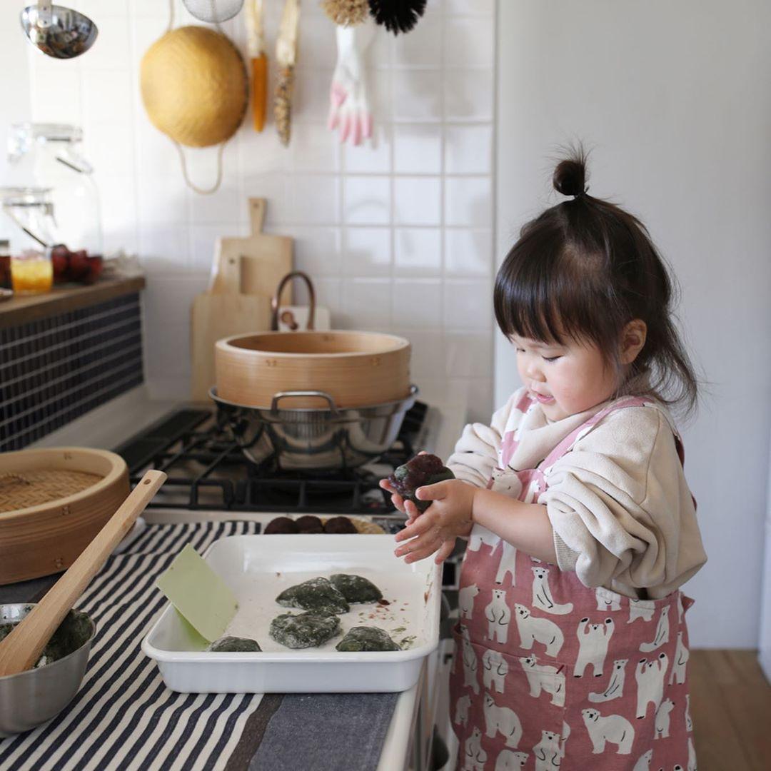 3歲料理小天才「用臉煮飯」連大人都沒她賢慧❤