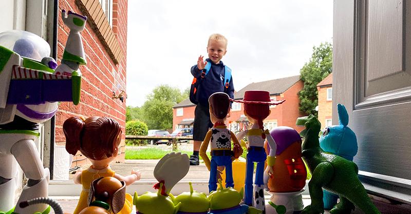 兒子第1天上學!他打造《玩具總動員》場景歡送「背後意義」超暖