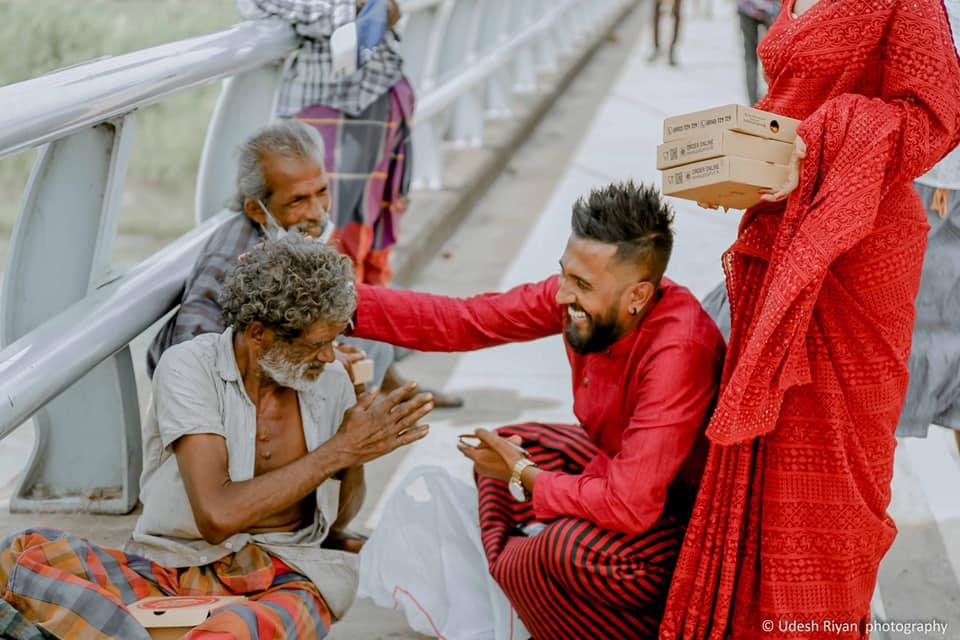 天使夫妻「婚禮不開趴」只想助人 上街「請遊民吃披薩」更有意義!