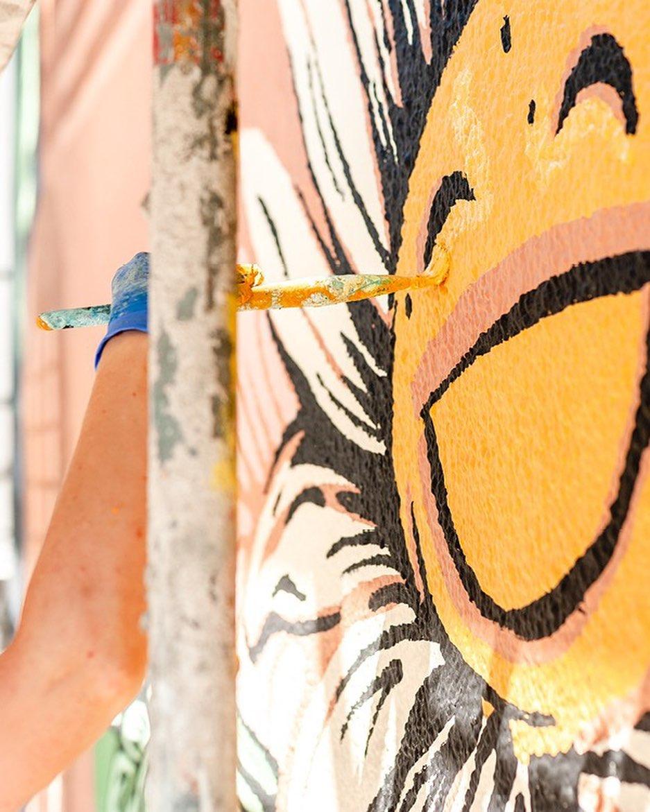 用「特殊顏料」創作壁畫 陽光一照...淨化效果等於720棵樹!
