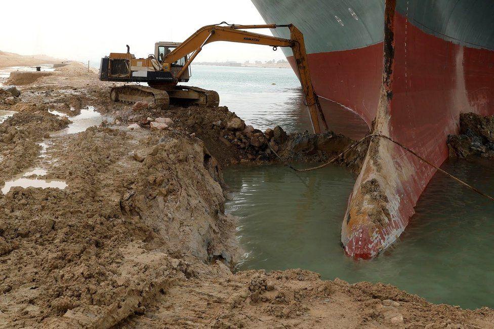 長榮貨輪卡運河面臨「天價索賠」 船長稱:被它擋住視線